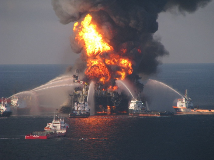 1280px-Deepwater_Horizon_offshore_drilling_unit_on_fire, Public Domain.jpg