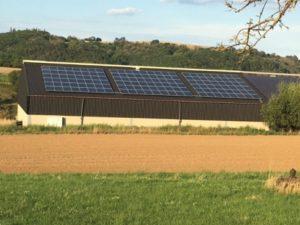 Photovoltaik auf einem landwirtschaftlichen Gebäude.jpg
