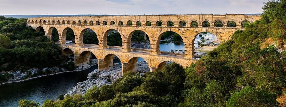 Pont_du_Gard_BLS, aus südlicher Richtung, Benh Lieu Song, CC BY-Sa 3.0.jpg