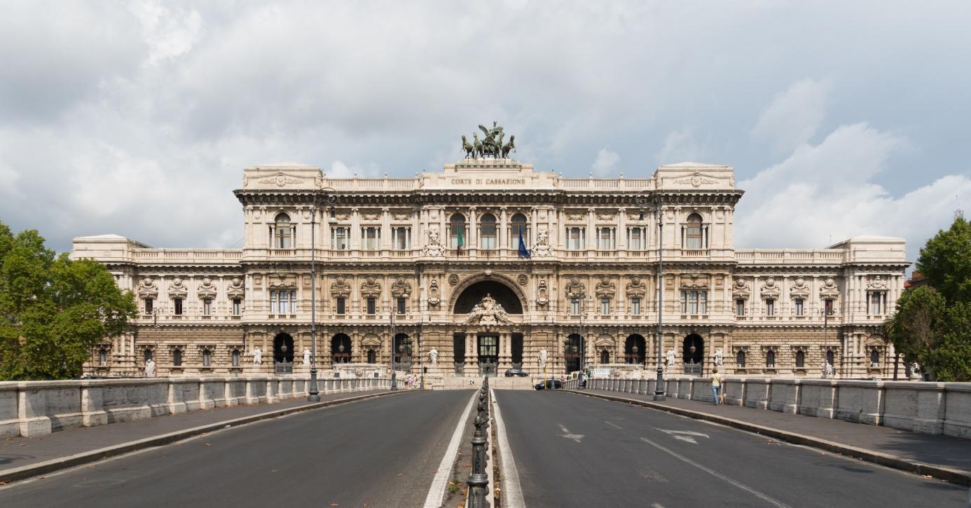 Courthouse_facade,_Rome,_Italy, Der oberste Gerichtshof Corte Di Cassazione, Rom am Tiger Justizpalast, Jebulon CCO,.jpg