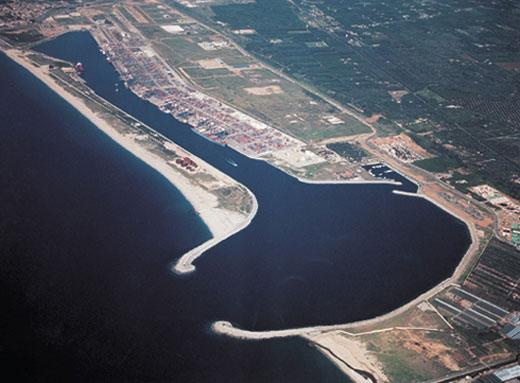 Gioiatauro_seaport, Containerhafen in Kalabrien, Istvánka in Wikipedia auf Ungarisch, CC BY-SA 3.0.jpg