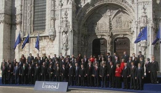 Tratado_de_Lisboa_13_12_2007, original from prezydent.pl-GFDL1.2, wiki.jpg